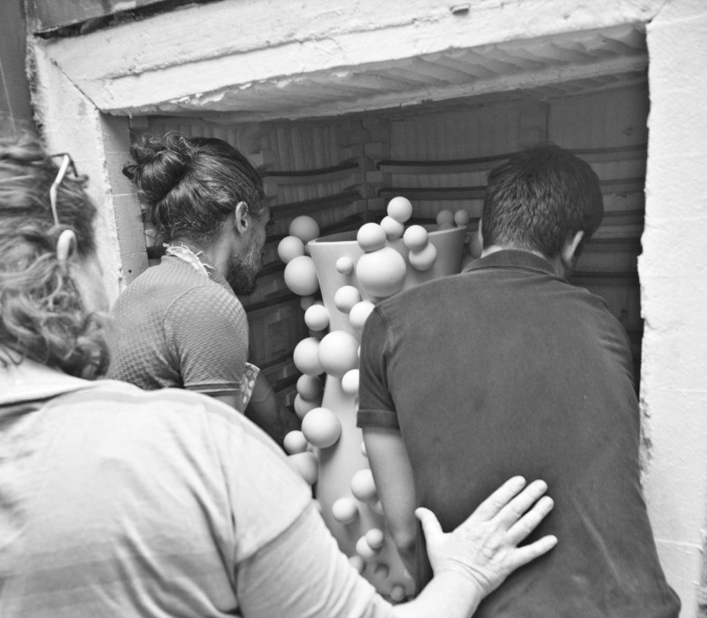 Lifiting atomic pot into the kiln